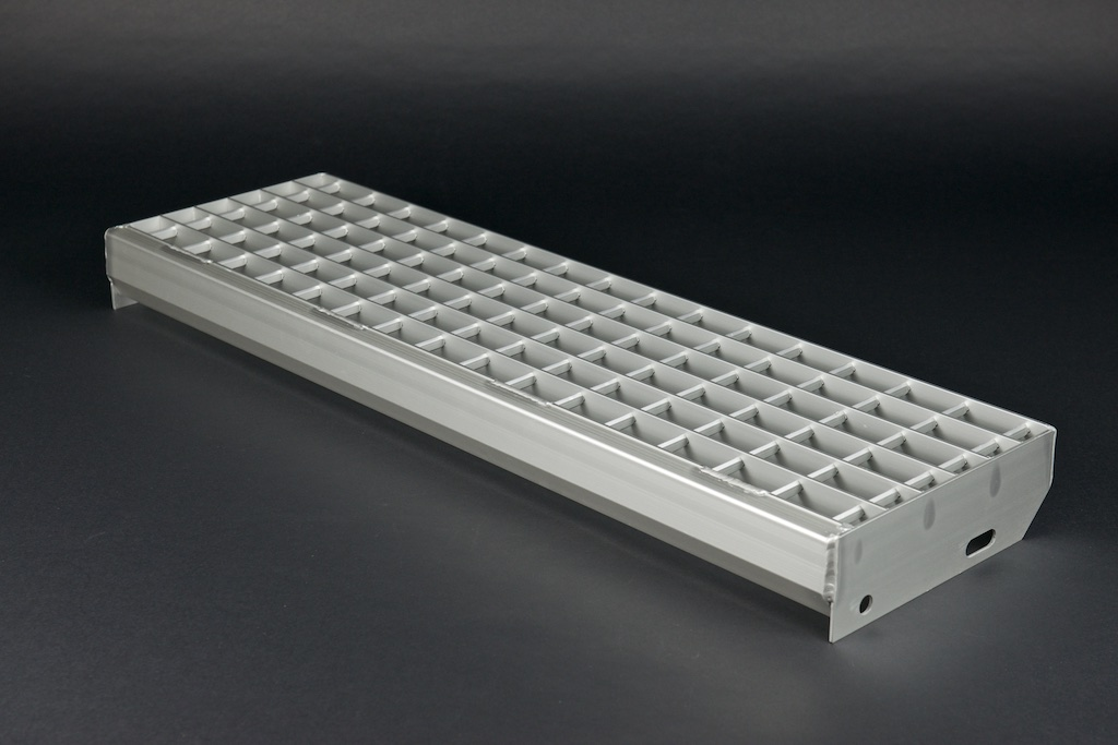 Gitterrost Treppenstufe aus Aluminium mit Masche 32/46