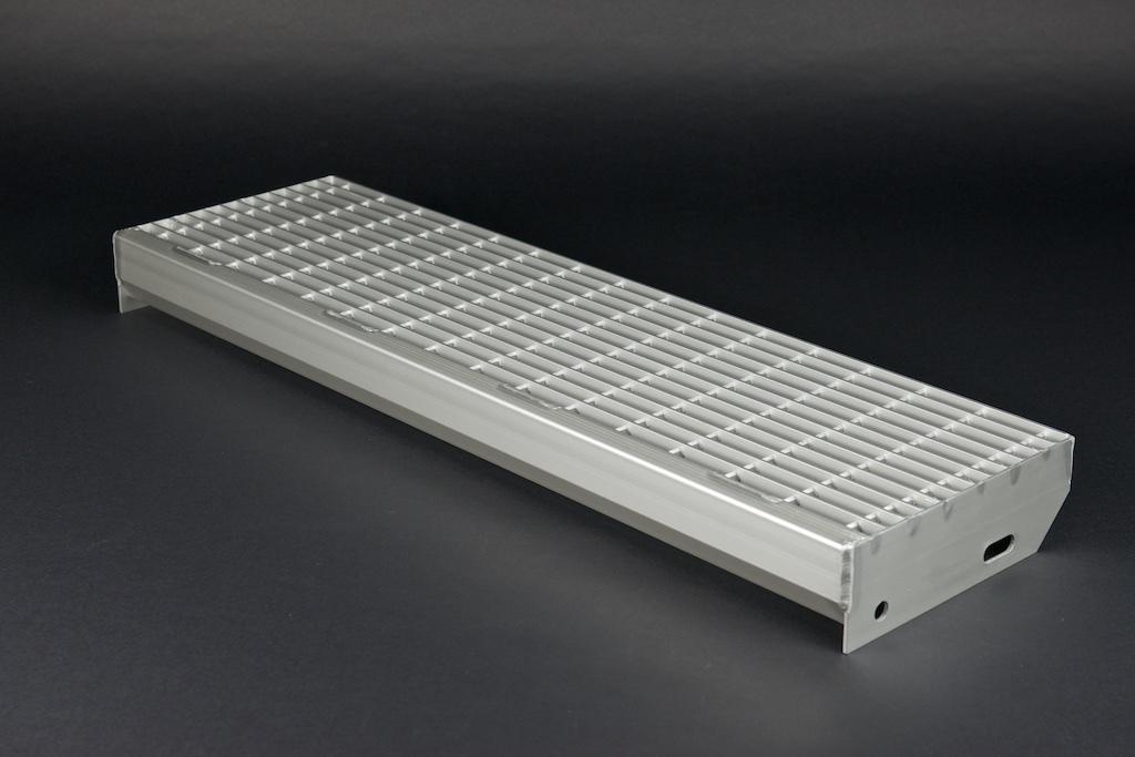 Gitterrost Treppenstufe aus Aluminium mit Masche 15/46