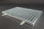Fußabtrittrost <U>590</U> x 990 mm, Masche: 31/9 mm, Tragstab: 20/2 mm, feuerverzinkt inkl. Rahmen